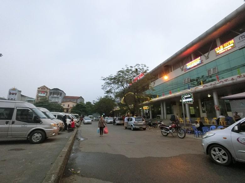 ベトナム ラオカイ駅前